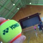 二葉小学校体育館でテニス教室